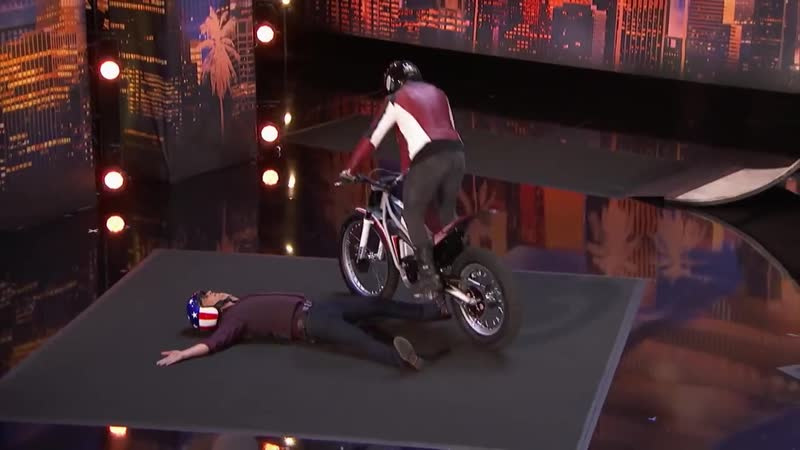 Мотоциклист на шоу талантов