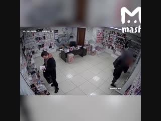 Украл в секс-шопе вибратор