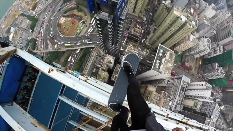УНИКУ. skateboarding_on_hongkong_high_building