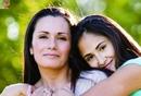 Только мама пожалеет и поймет,только мама к сердцу тропочку найдет…