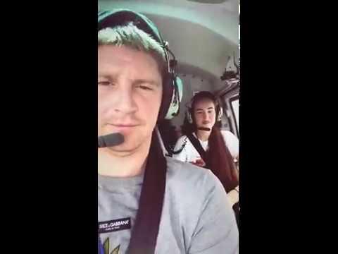 Александр Беленов рассекает на вертолете в Дубаи