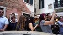 Как заставить иностранцев плакать, флешмоб в Венеции - Ах ты, степь широкая