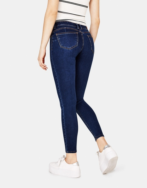 Эластичные джинсы с эффектом пуш-ап