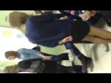 Одноклассник задрал юбку однокласснице школьнице и показал всем трусики в колготках_720p