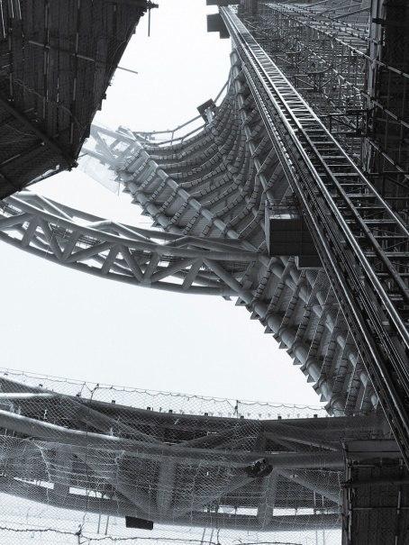 Башню Leeza Soho в Пекине пополам разделит 190-метровое общее пространство.
