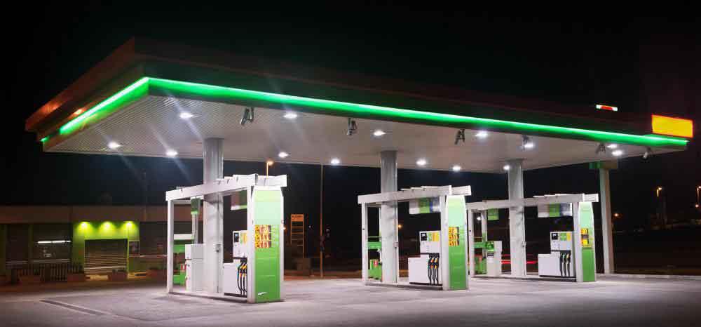 Автоцистерны используются для пополнения удерживающих емкостей на заправочной станции
