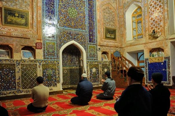 Отличие шиитов от суннитов Раскол мусульман на шиитов и суннитов произошел не вчера. Уже тринадцать веков существует это разделение в одной из самых распространенных мировых религий исламе.
