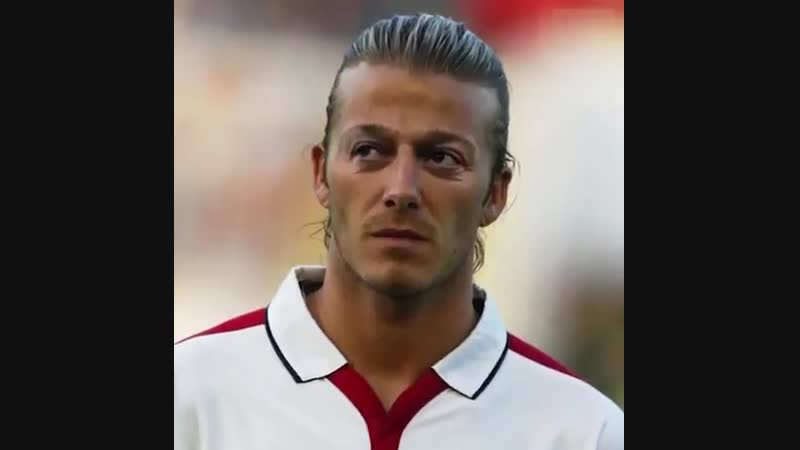 Wt better way to celebrate Ozil's bday than by remembering what footballers would look like with his eyes… 👀😂