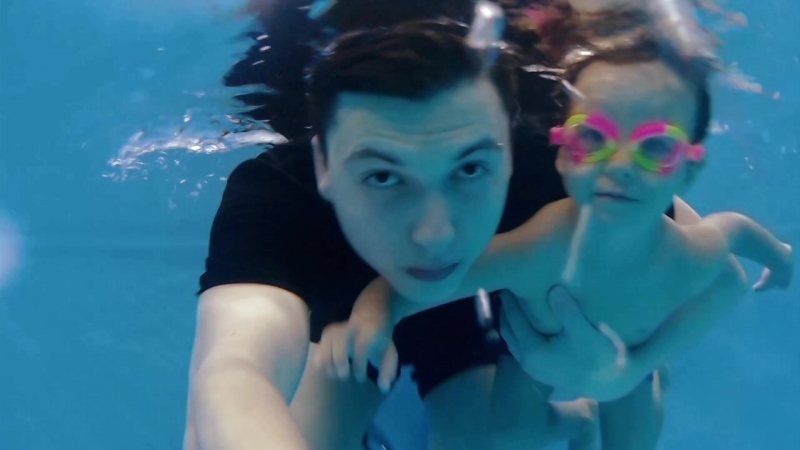 Валера (2 года 5 мес.). Видеосъёмка подводного плавания в Детском бассейне Ямайка (Тамбов)