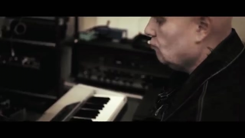 AXEL RUDI PELL feat. Bonnie Tyler - Loves Holding On