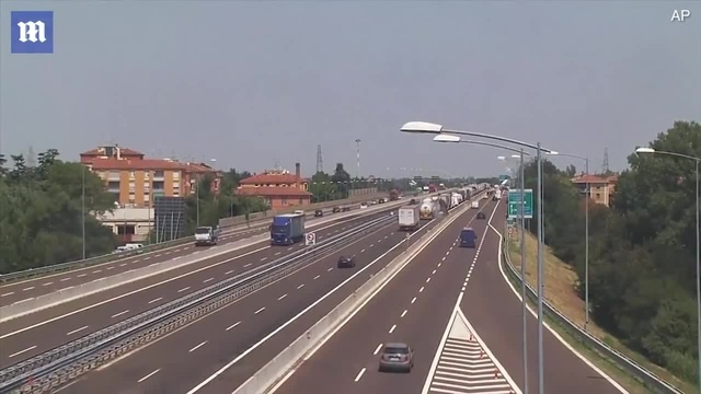CCTV captures moment tanker truck explodes in Italy · coub коуб