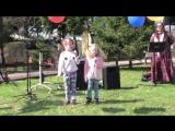 Праздник 1 мая. Девочки поют десткие песни Злую тучку наказали и С Днем Рождения папочка!