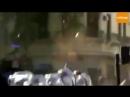 Es la Policía o el tierno manifestante quien con BRUTALIDAD ataca