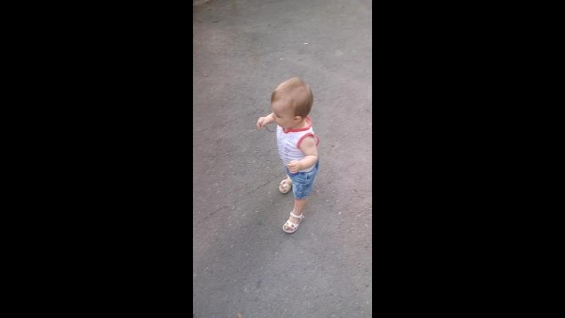 манюнька начала ходить