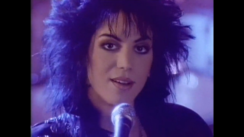 Joan Jett and The Blackhearts - I Hate Myself For Loving You (1988) (с русскими субтитрами)