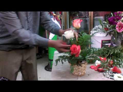 Como hacer canasta con rosas y mas flores decoracion opcional.