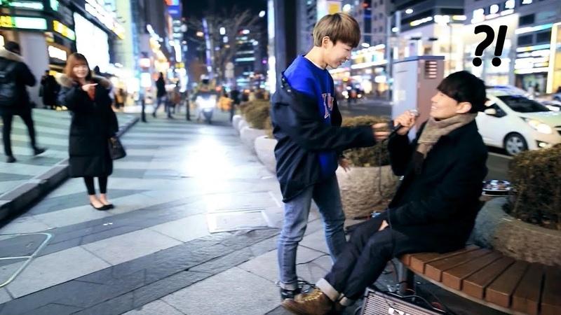 구경하던 강남 남학생이 달려와 방탄소년단(BTS) '봄날'을 불렀는데 소름끼침 ㄷㄷ