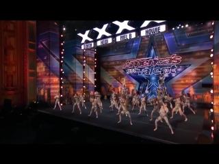Танцевальный коллектив на шоу талантов