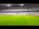 Los jugadores del Sevilla se ejercitan ya en el Allianz Arena. Así luce el escenario en el que el equipo buscará este miércoles,
