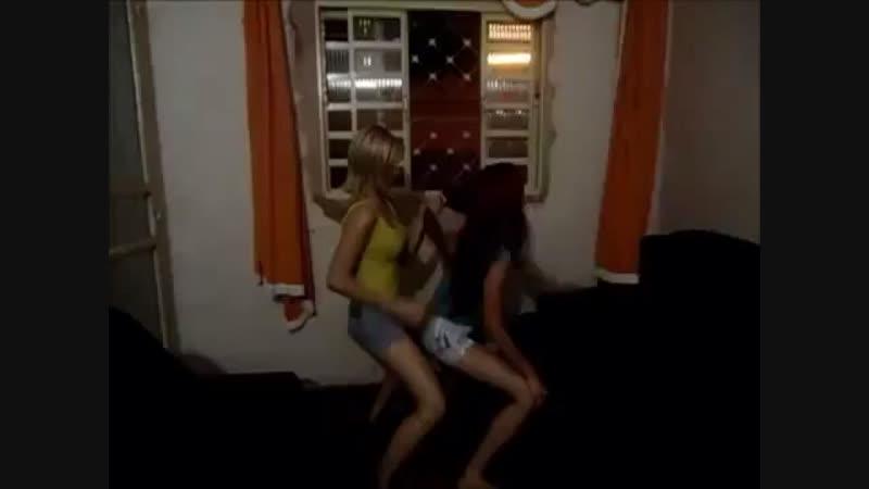 Eu e a Giovana dançando ❤️🍺