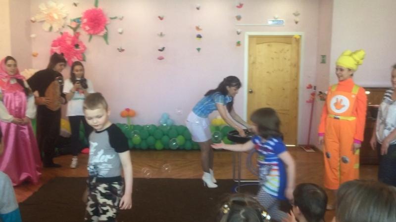 Шоу мыльных пузырей Юлии Шалаевой.