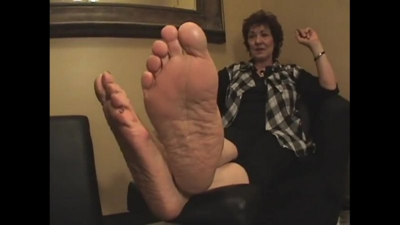 63 year old mature woman candid ver sexy soles