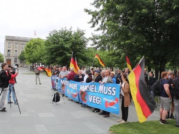 VOR ORT AKTUELL MERKEL MUSS WEG MITTWOCH VOM IN BERLIN MITTE THEMA KRISE BEI CDU CSU