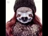 Девушка создает реалистичный и пугающий макияж на собственном лице