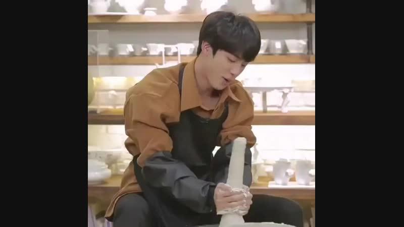 Jin_love😂💗Давайте вспомним, как Джин пытался слепить Эйфелеву башню😂💗