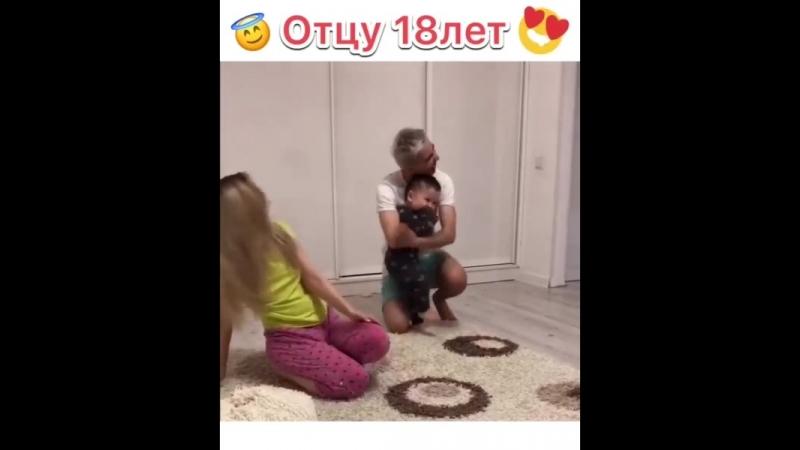 18 жаштагы ата ,мына бакыт _)