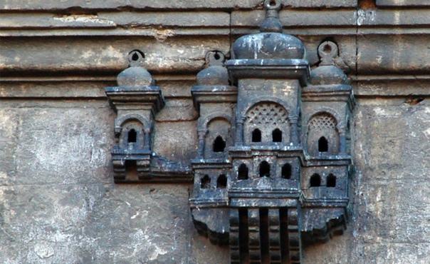Дворцы для воробьев как элементы османской архитектуры Турции Скворечники, прикрепленные к наружным стенам городских сооружений, важный элемент османской архитектуры в Турции. Османская