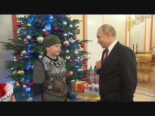 Рукопожатие с президентом и экскурсия по Кремлю: Путин осуществил мечту ещё одного ребёнка