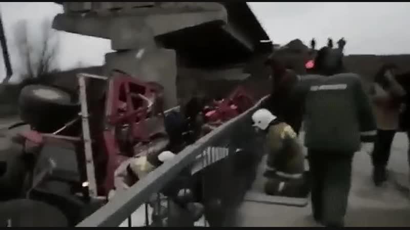 Кто у нас ведёт подсчёт падающих мостов? Путен не успевает строить, а я не успеваю записывать. 120 метров моста под Воронежем уп