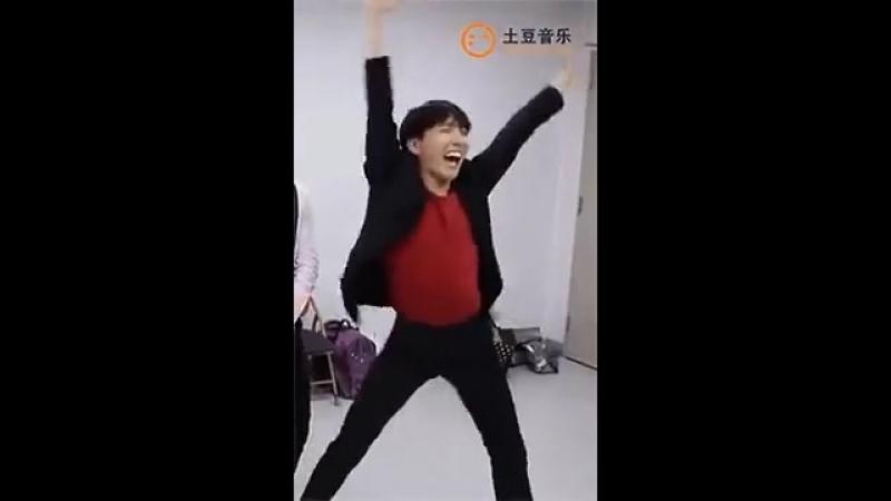 K-POP GIF _ упоротый танец J-hope.mp4