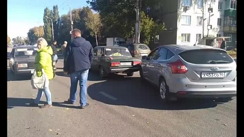 семь машин столкнулись на Студеновской
