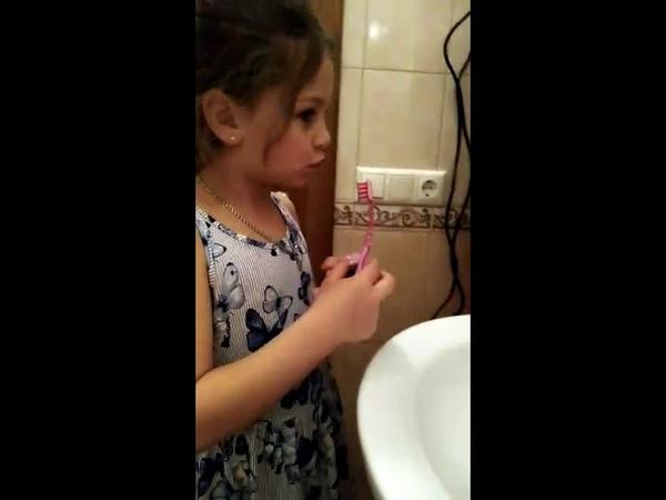 Как нужно правильно чистить зубы, чтобы не завелись червячки