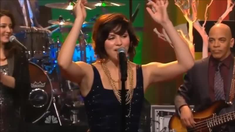 Katharine McPhee Jingle Bell au Tonight Show de Jay Leno