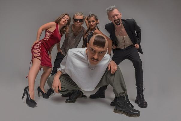 Little Big Little Big — российская рэйв-группа, образованная в 2013 году в Санкт-Петербурге.ИсторияГруппа впервые заявила о себе 1 апреля 2013 года, выпустив клип «Every Day I'm Drinking» на