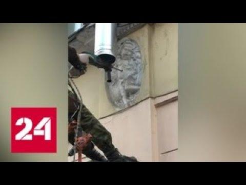 В Санкт Петербурге рабочие просверлили перфоратором ангела Россия 24