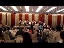 Бонзе Абба поёт детский хор из Софии