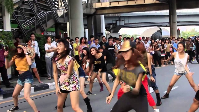 Jennifer Lopez Flash Mob Thailand 2012