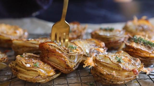 Crispy cheesy potatoes stacks