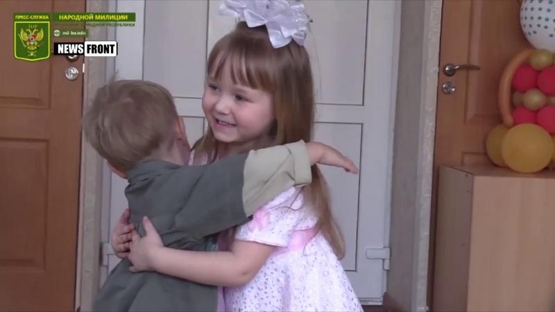 Народная милиция ЛНР и волонтер из России поздравили детей с 8 Марта