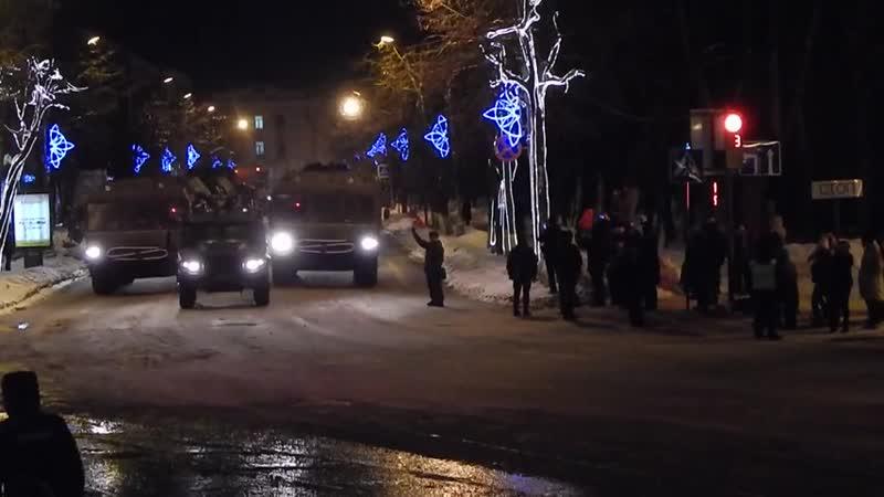 Видео с репетиции Парада в честь 75 летия освобождения Новгорода от немецко-фашистских захватчиков.
