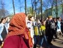 MVI_3820 Бессмертный полк в Александровском саду. Молодёжь с гармонями.