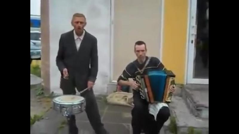 Барабанщик і баяніст