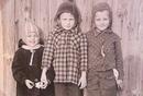 Когда мы были маленькими, мы не парились по поводу того, что нам надеть. Нас одевали родители.