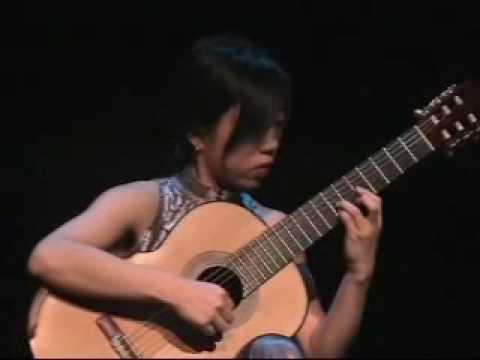 Xuefei Yang performs Un Sueno en la Floresta by Barrios. Xuefei uses a Greg Smallman guitar.