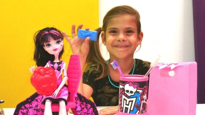 Monster High Draculaura'nın yeni evi için hediye hazırlıyoruz