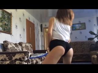 Русская Школьница видео танцует